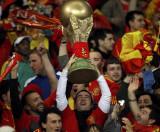 西班牙球迷迫切争冠