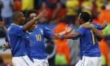 巴西队庆祝进球