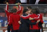 教练组庆祝进球
