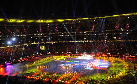 图文-2010年南非世界杯闭幕式 转换黄色灯光_