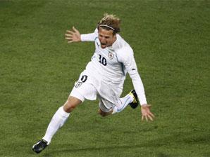 乌拉圭3-0完胜10人南非