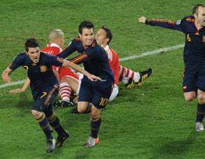比利亚门柱两连击破门 西班牙进4强