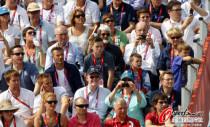 贝克汉姆与卡梅伦观看比赛