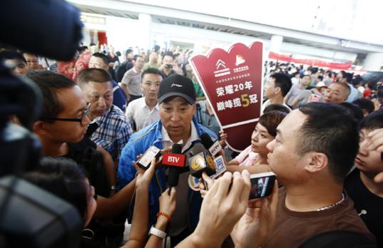 李永波接受媒体采访