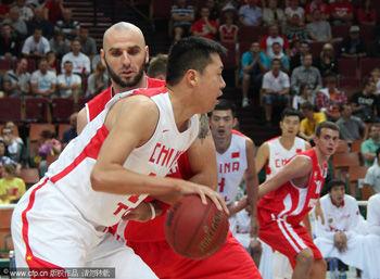张兆旭错失绝杀中国男篮负波兰13胜5负结束热身