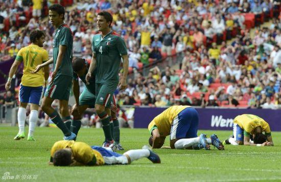 巴西3将捂脸跪地