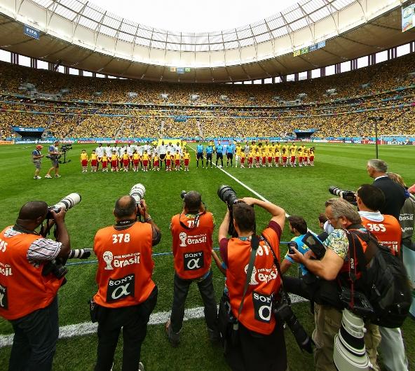 记者关注巴西喀麦隆比赛