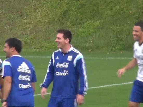 阿根廷训练梅西遛弯