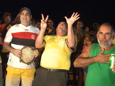 巴西球迷德国基地前载歌载舞 自嘲输了7个