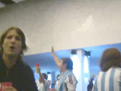 阿根廷球迷撒盐新神曲:巴西7-1!oleoleole!