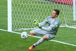 世界杯-横梁救主门神扑2点球巴西4-3智利杀进8强