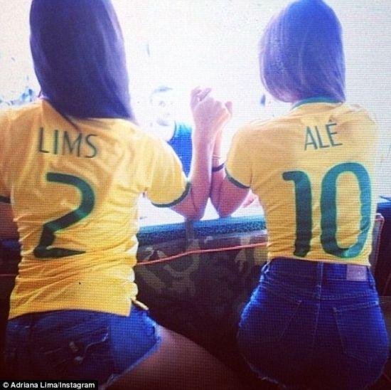 超模为巴西队加油