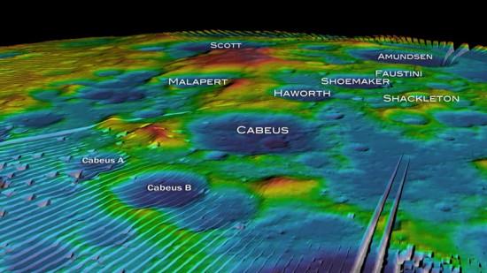 美国宇航局根据月球勘探轨道器获得的数据制作的月球南极图