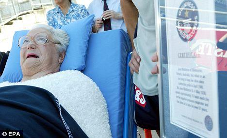 2006年她被载入吉尼斯世界纪录,成为世界上使用人工呼吸器时间最长的人。