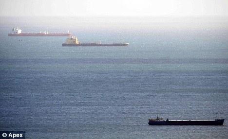 十六艘巨轮产生污染物可相当全球汽车排放量