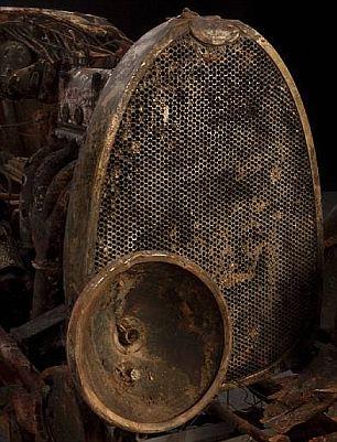 布加迪跑车沉湖70年后重见天日 两成零件完好 201011282410