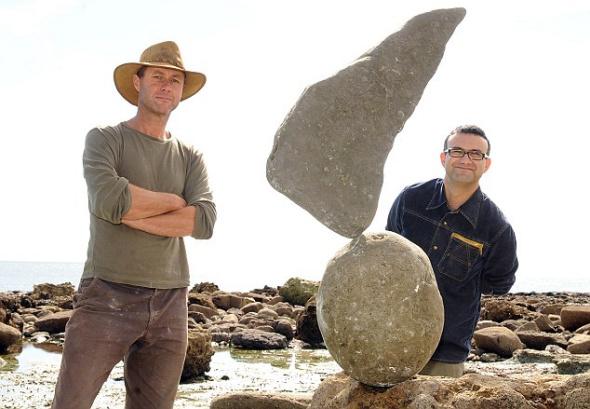 英国男子海滩用石头叠罗汉展现平衡之美(图)