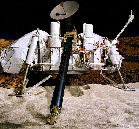 """""""海盗1号""""登陆器模型,它在20世纪70年代探测火星,并在这颗红色行星的土壤里发现有机化学成分,不过当时科学家并没把它当成是有机材料的证据"""
