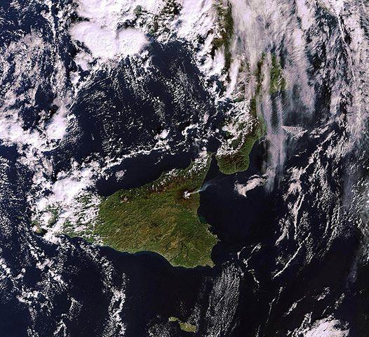 埃特纳火山烟尘羽状物