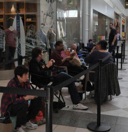 排隊等待搶購iPad 2的果粉