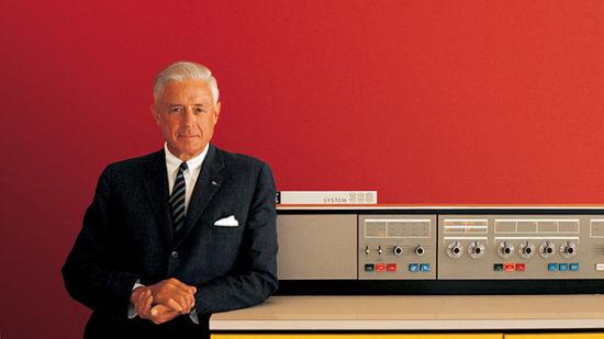 """1956年,小汤姆·沃森成为IBM新任""""掌门"""""""