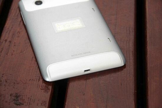 底部的micro-USB接口