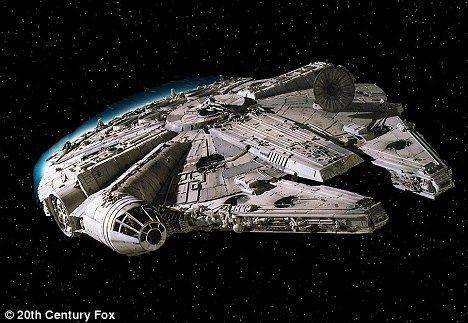 """一些UFO迷们把这个结构比作是《星球大战》系列里的""""千年鹰""""号宇宙飞船,它拥有与众不同的前叉和圆形结构"""