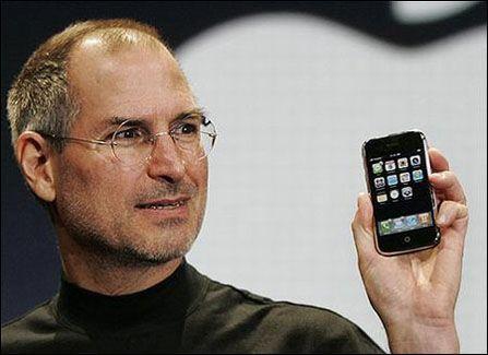 苹果CEO乔布斯(新浪科技配图)