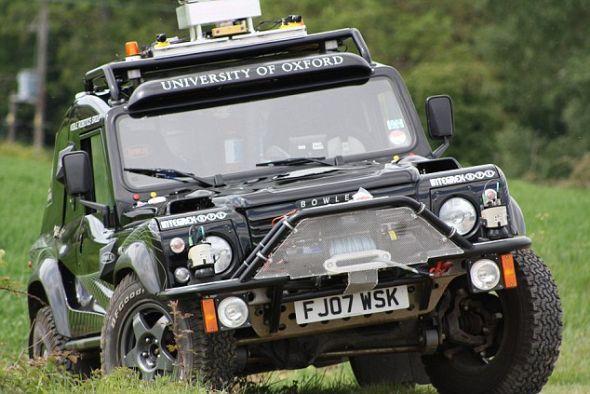 """人类驾驶员帮助""""野猫""""完成自动驾驶系统的早期测试。最终版本将完全具备自动驾驶和导航能力"""