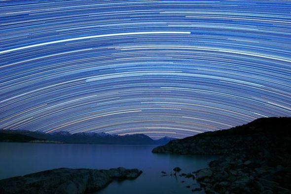 星辰轨迹(图片来源:Alex Cherney, TWAN)