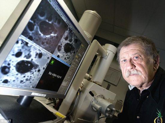 澳大利亚土壤学家马莱克-扎比克,利用同步加速器纳米X线体层照相术对土壤样本进行研究