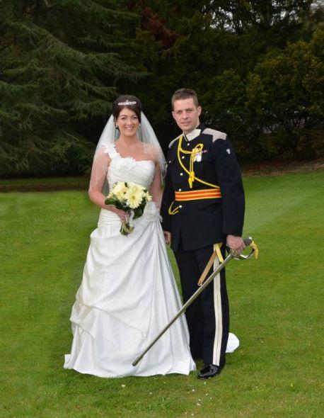 在婚礼上,加斯维特穿上了崭新的军装。