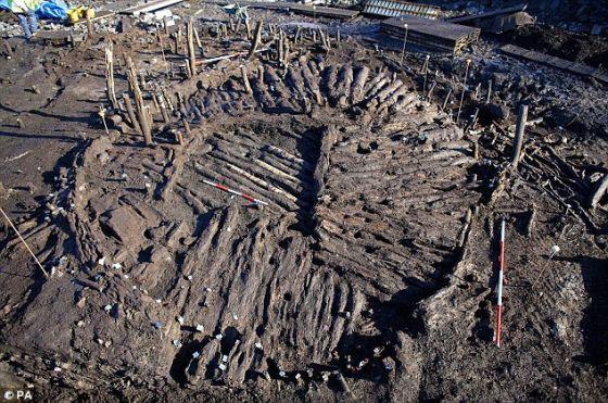 考古学家还发现一个圆形住宅的底层地面。