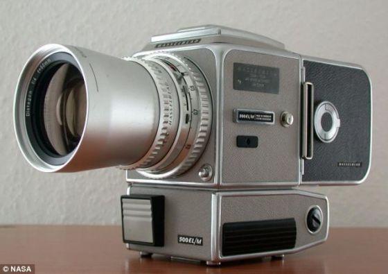 哈色勃莱德500类似于阿波罗17号宇航员使用的相机。指挥官塞尔南透露,他把自己的哈色勃莱德相机留在月球表面上。