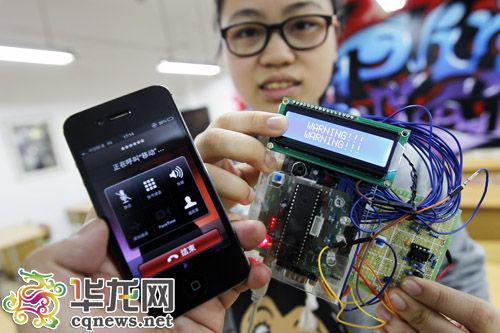 当考生使用手机作弊时,监测系统将报警并准确定位作弊考生的位置。 记者 罗嘉 摄