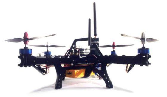 这款无人机采用4个旋翼,用户可以在家中进行组装。当前的系统非常先进,可以采用抛入空中的方式起飞,未来的版本可以利用Wi-Fi信号和控制器应用程序追踪用户的一举一动