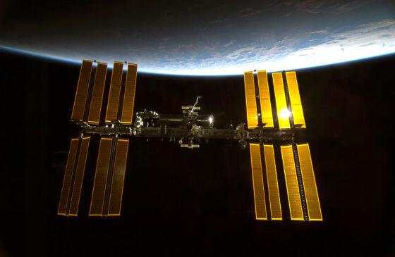 正在轨道上运行的国际空间站。按照目前的计划,明年将会有一台3D打印机被送往国际空间站,它将有望实现首个在太空生产的机械部件的记录