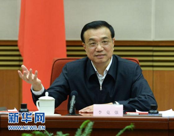 10月31日,中共中央政治局常委、国务院总理李克强在北京主持召开经济形势座谈会,听取专家学者和企业负责人对当前经济形势和今后经济工作的意见和建议。新华社记者刘建生摄