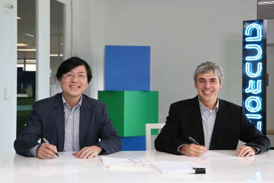 联想集团CEO杨元庆与谷歌CEO佩奇(右)签约