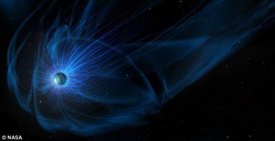 磁层是地球周围一个很大的区域,由地球磁场产生。它的存在意味着太阳风的带电粒子无法穿越磁力线,在地球附近偏离飞行轨道。
