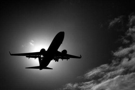 3月8日马航MH370航班在飞往北京的途中神秘失踪,至今下落不明