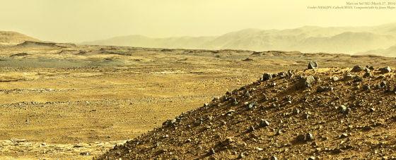 这是好奇号在3月27日拍摄的图像拼接成的全景照片