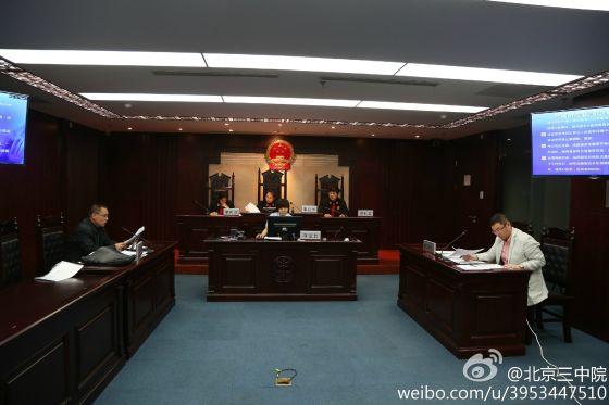 方舟子诉周鸿�t案庭审现场,图来自北京三中院微博。