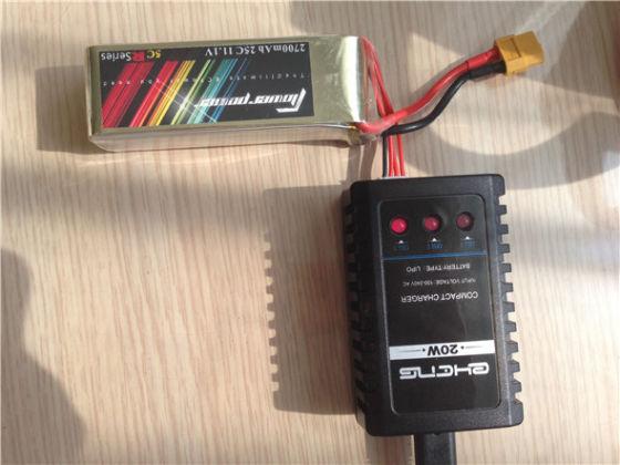 图为:给锂电池充电