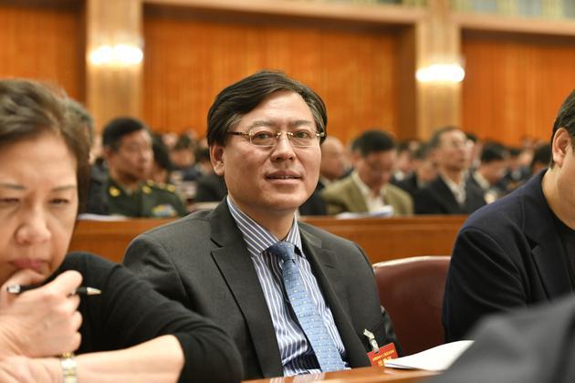 """杨元庆两会提案为教育信息化建言:修""""好路""""有""""好车"""""""