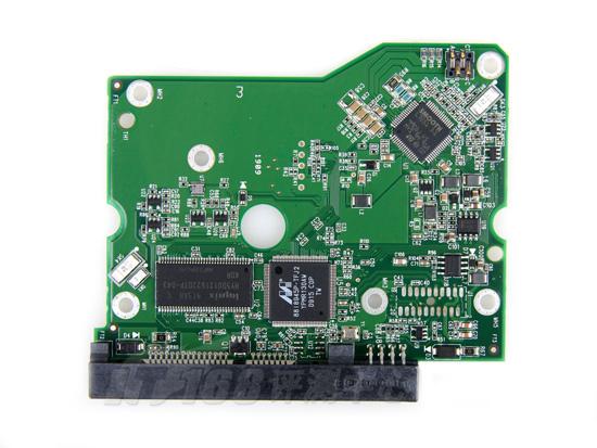电路板是这个样子的,主要是三个ic,并通过sata接口连接主机,通过两个