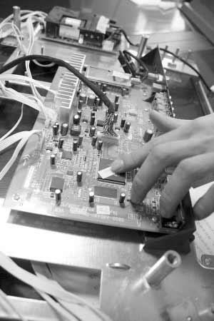 """拆解液晶电视构造不复杂""""屏""""有洞天"""