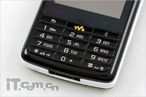有容乃大索爱8GB智能机W960i报3780
