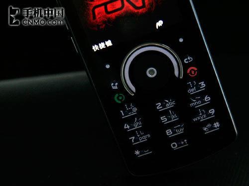 个性十足摩托罗拉魔幻音乐手机E8评测