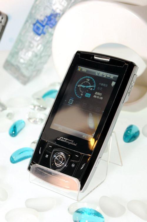 华硕展示跑车概念造型手机ZX1